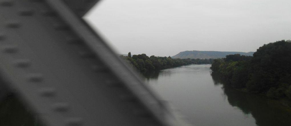 La Seine de Rouen à Paris vue du rail.