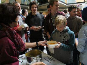Groß war denn auch der Ansturm auf die selbst zubereiteten Speisen wie die köstliche Kürbissuppe