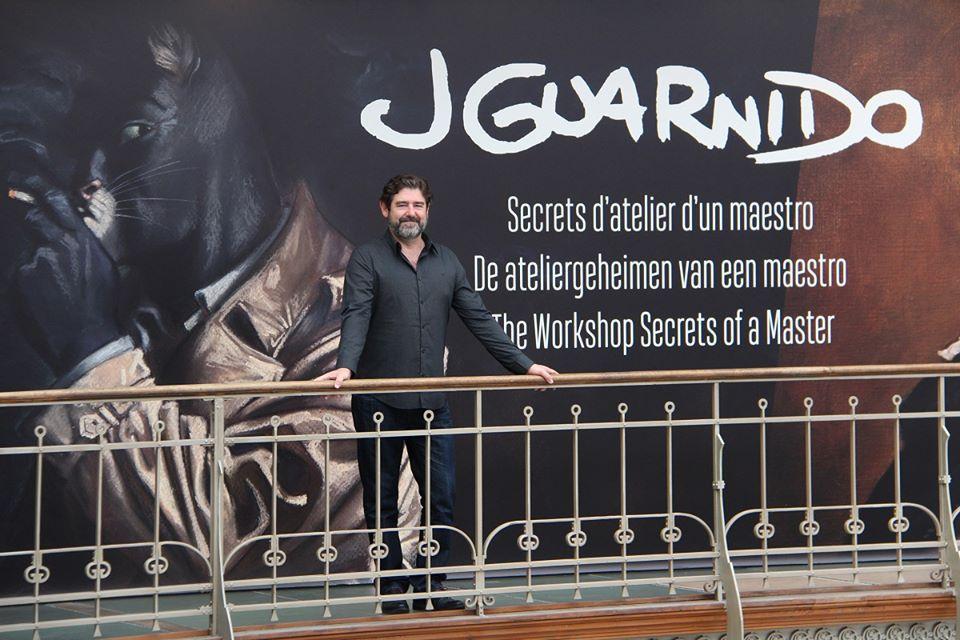 Juanjo Guarnido a saisi la première occasion pour venir découvrir l'exposition que nous lui avons consacrée. Le dessinateur espagnol s'est montré ravi du résultat, et s'est particulièrement intéressé au bureau reconstitué de John BlackSad!  Plus d'infos sur l'expo: https://www.cbbd.be/…/les-grandes-expositio…/juanjo-guarnido  Editions Dargaud et Éditions Delcourt  (Photos: Daniel Fouss/CBBD)