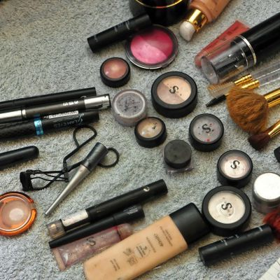 Premium cosmetics products Market study offers a comprehensive evaluation worldwide