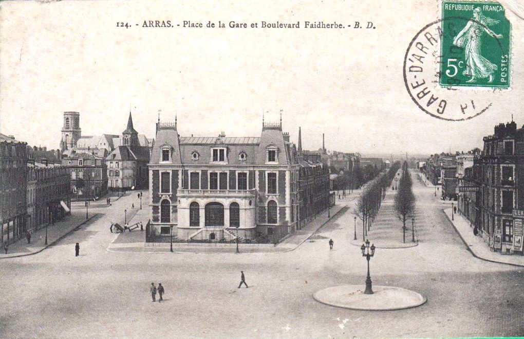 Place de la Gare (Foch). Marcel Bourse, architecte (Paris), 1926 - Carte postale : collection privée - Photographie : Section photographique de l'armée / bibliothèque numérique de Lyon)