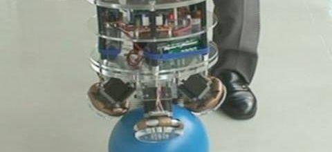 Etonnant : le robot et la balle