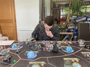 très vite le rebelle en réussissant à obtenir rapidement le maximum de généraux/héros permet de bloquer l'empire ou de le challenger