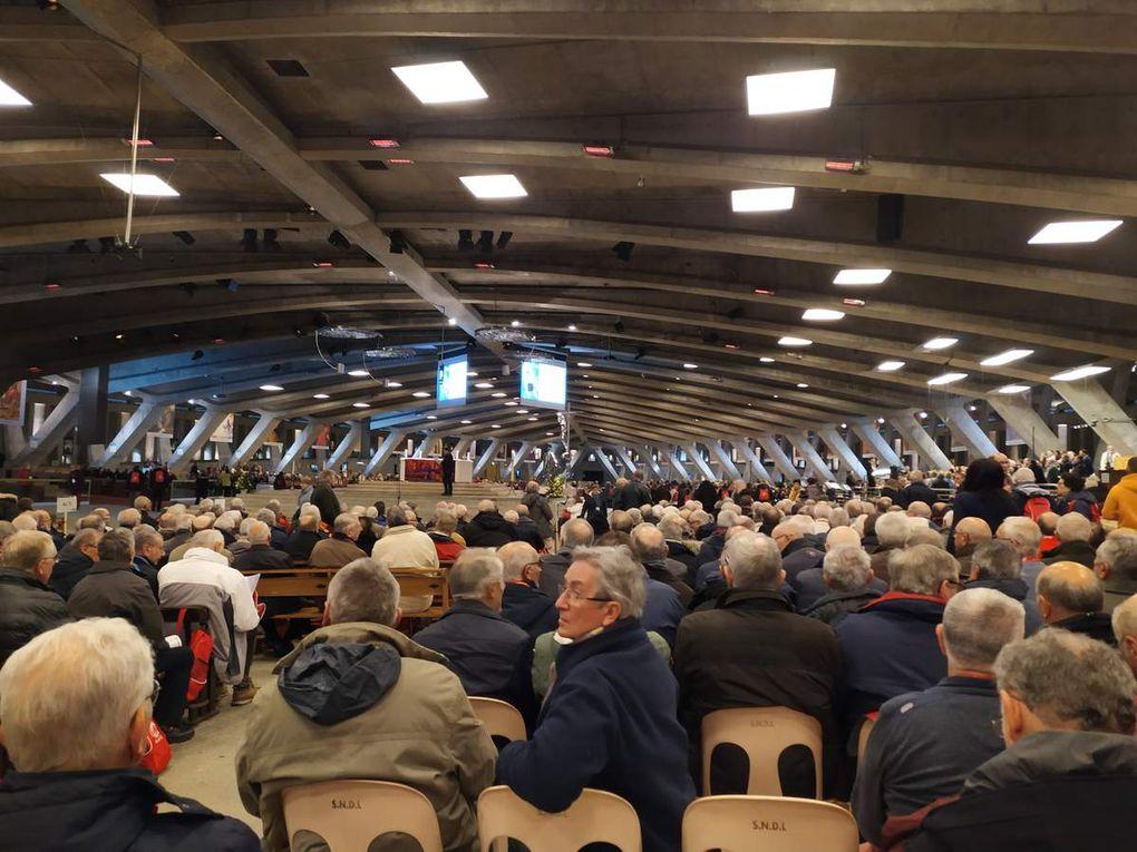 Les 9 et 10 novembre 2019, un groupe de paroissiens chanteurs a participé au pèlerinage nationale des chorales liturgiques. Ils ont portés dans leurs prières les intentions  qui avaient été déposées dans l'urne de la collégiale Notre Dame.