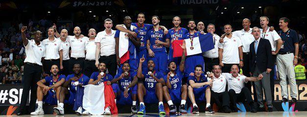 Vidéo: La remise des médailles à l'équipe de France