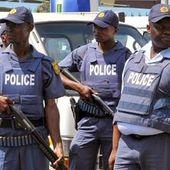 Des officiers de police noirs organisent des viols collectifs sur des Blancs en Afrique du Sud