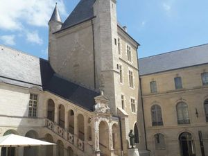 Dijon et Frédéric Mistral