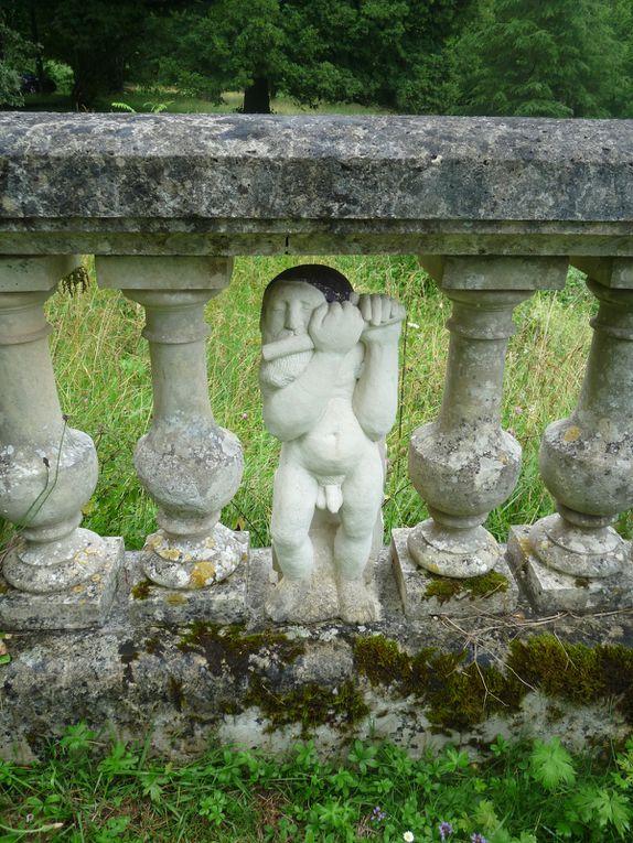 Le monde de Blanche Neige-Bianca Nieves et les sept nains. Blanche-Neige est en attente d'une robe digne d'elle et Joseph Wouters s'est assis à la table des sept nains.