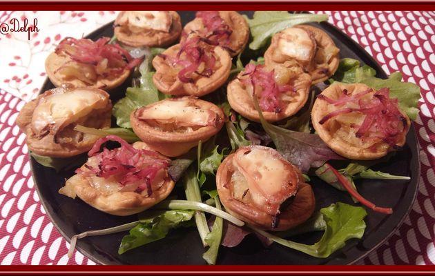 Tartelettes au confit d'oignon et chèvre ou râpé de jambon.