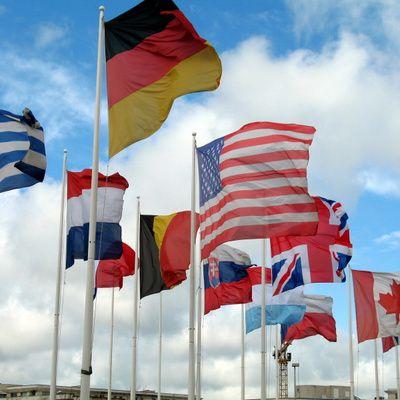 Où peut-on trouver un jeu avec les drapeaux et fanions du monde ?