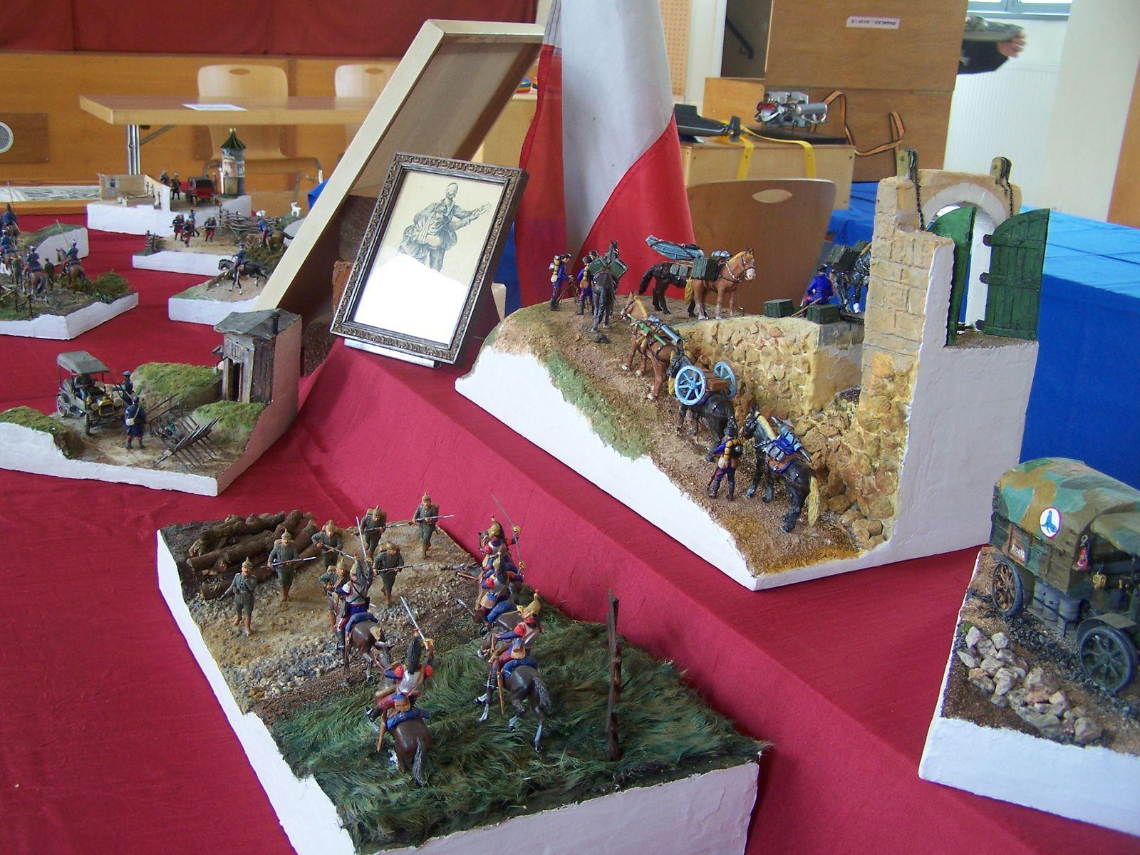 je rajoutte quelques photos de maquette après une exposition à la MJC de BUHL (Haut Rhin) mais ça c'était avant.......