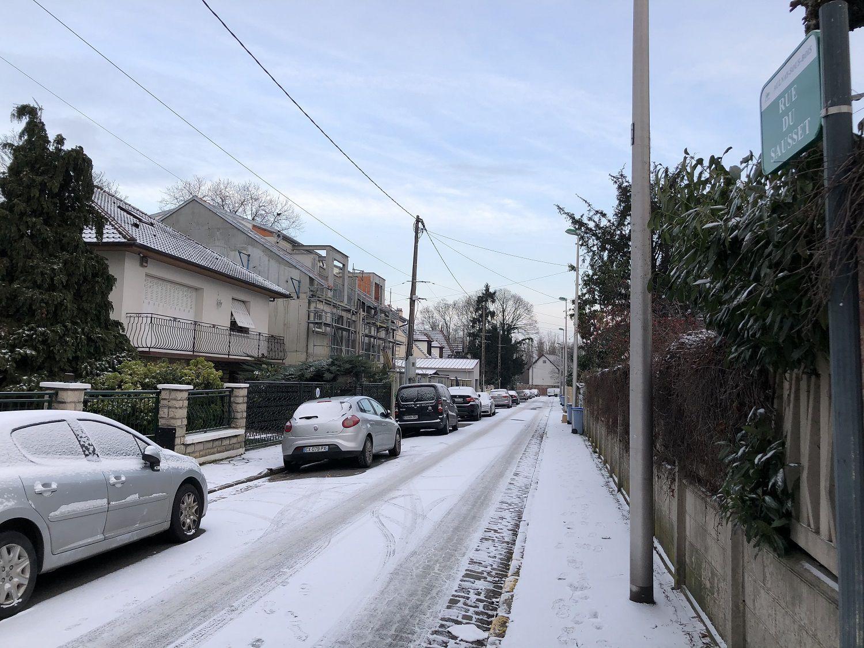 Très peu de neige finalement ce matin à Aulnay-sous-Bois !