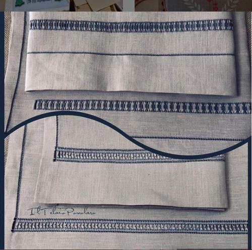 Due coppie di aciugamani in lino grigio-azzurro con sfilature