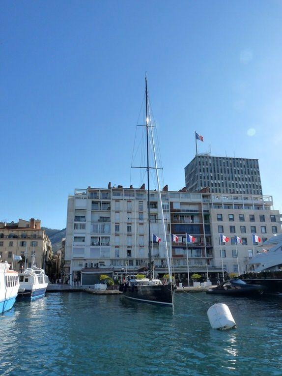 GEOMETRI , au carré du port de Toulon en  Mai et Septembre 2012