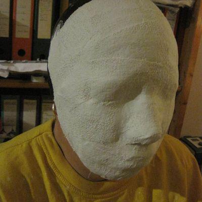 Fabrication de masques en papier collé