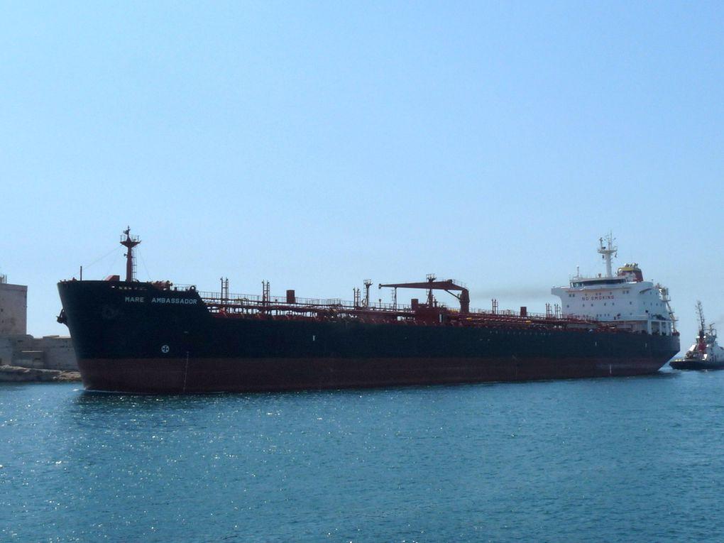 MARE AMBASSADOR , arrivant et à quai au port de Lavera le 11 juillet 2016