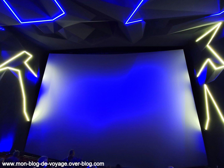 Un immense écran pour revivre l'odyssée de Thomas Pesquet à bord de l'ISS (octobre 2020 , image personnelle)