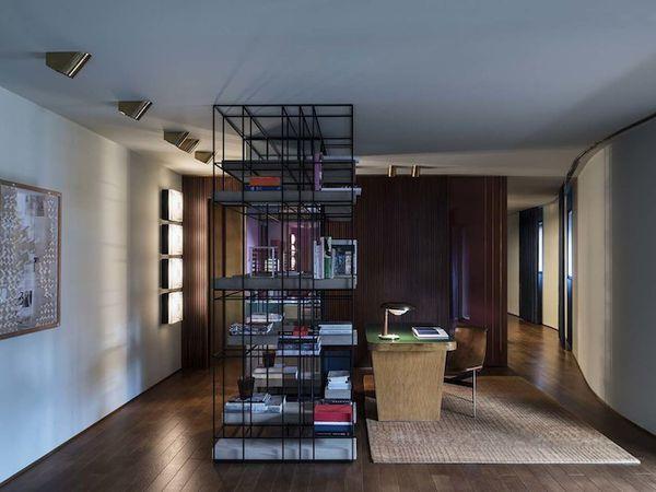 L'esprit théâtral de Dimore Studio dans un appartement contemporain