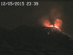 Etna NSEC - 12.05.2015 à 23h36 et 23h39 - webcams RS7