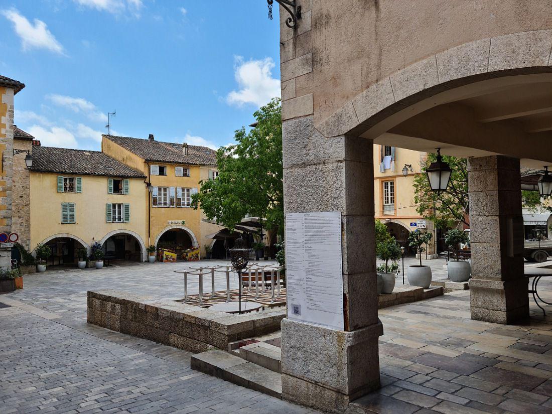 Village bastide, cité touristique majeure des Alpes Maritimes.