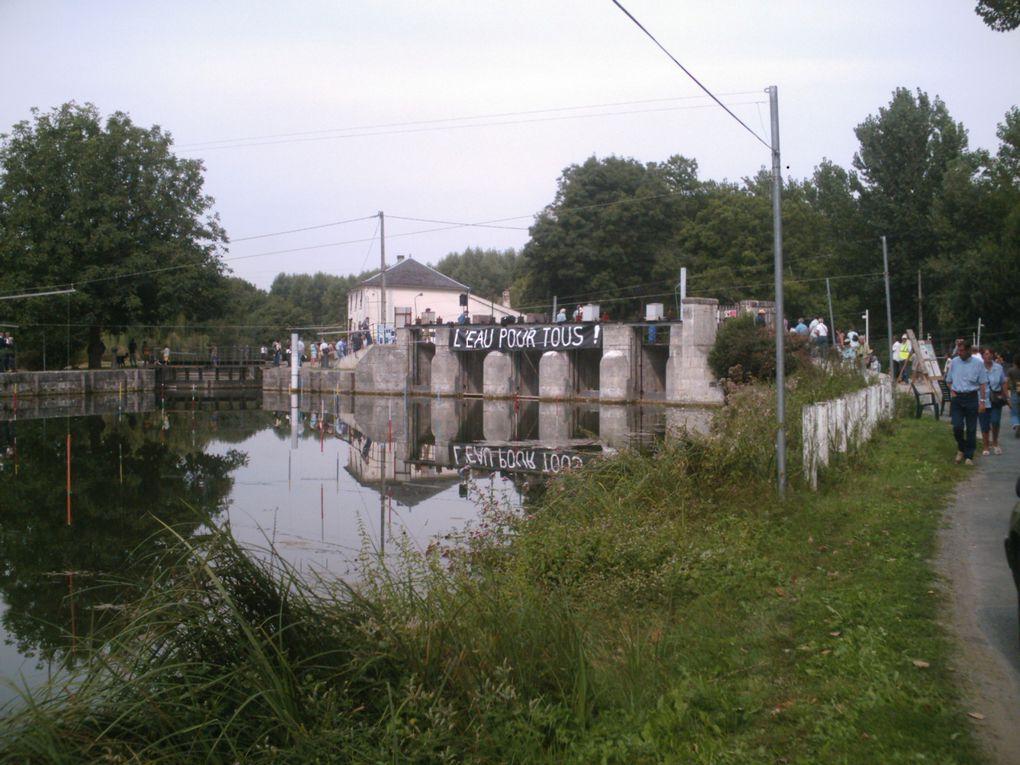 Chaque année la boutonne est à sec durant l'été à cause des prélévements liés à l'irrigation du maïs, mettant en péril les autres usages de l'eau et la vie de la rivière elle même.