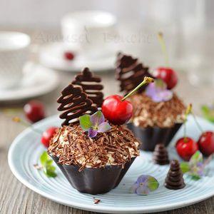 Forêt noire en coque de chocolat
