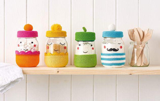 Des petits pots habillé au crochet en cadeau