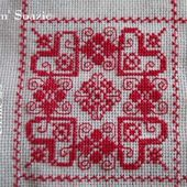 SAL : Plaid Broderie Rouge... Grille 23/A5 - Chez Mamigoz