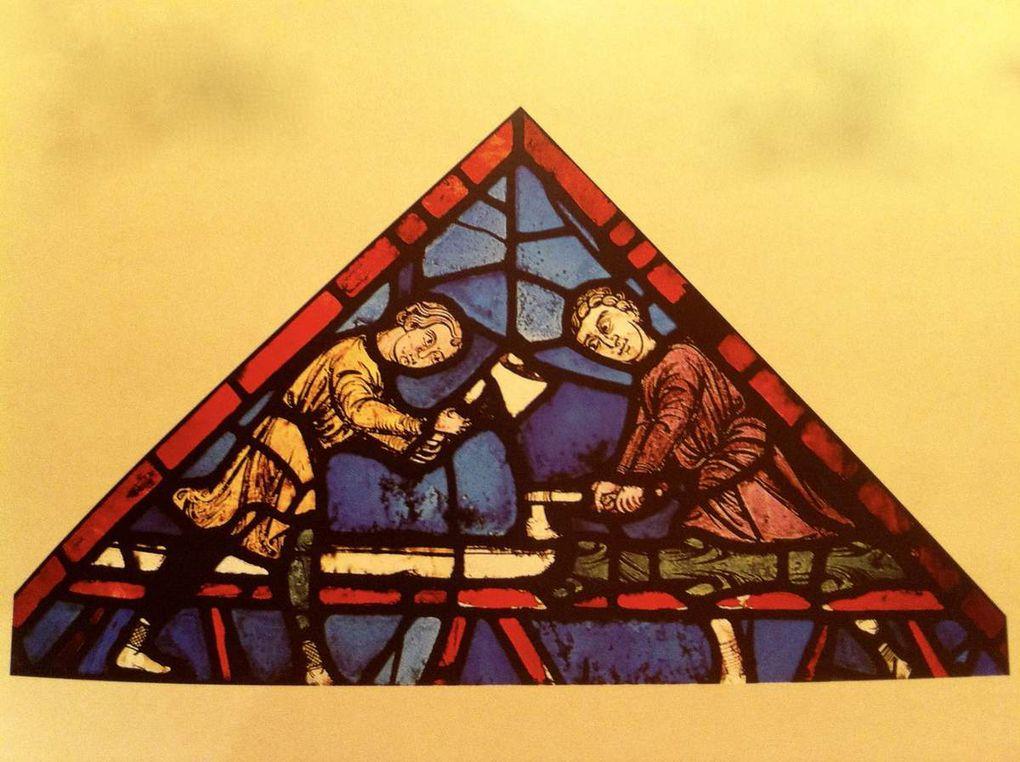 Chartres David et le Pélican, Tailleurs de Pierre, Charpentiers, Détails de Chapiteaux portail Royal.