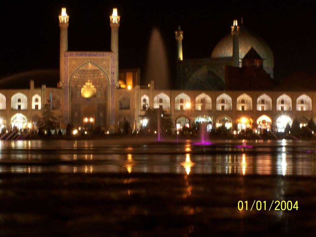 Voyage d'un mois dans ce pays enchanteur qu'est l'Iran, oui nous avons passé des jours géniaux ... difficile à croire mais rarement nous avons ressenti une impression de liberté aussi grande ! Et oui même les filles !