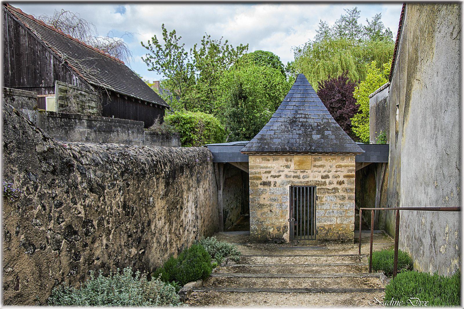 Asnières-sur-Vègre - Lavoir - Au bord de la La Vègre - Sarthe