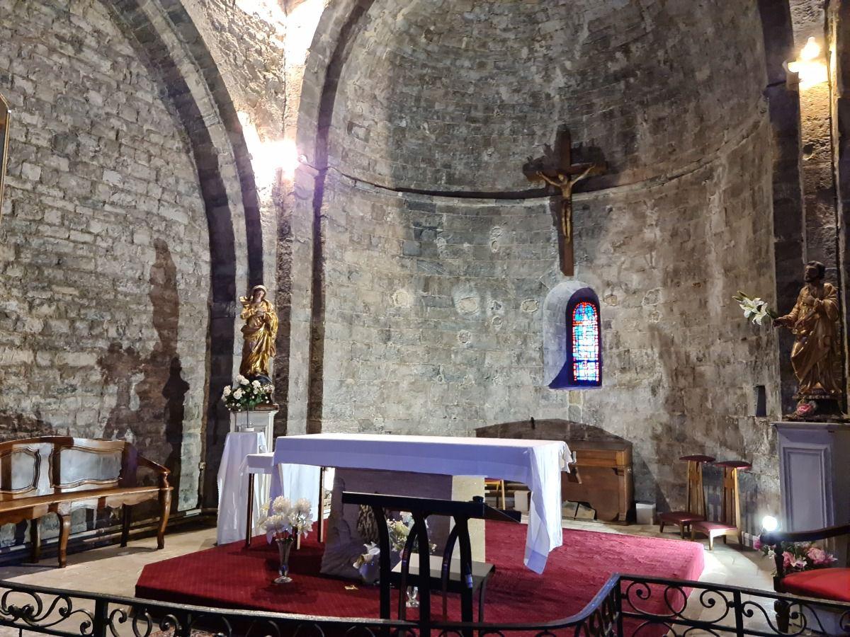 Authentique village médiéval perché au pittoresque provençal