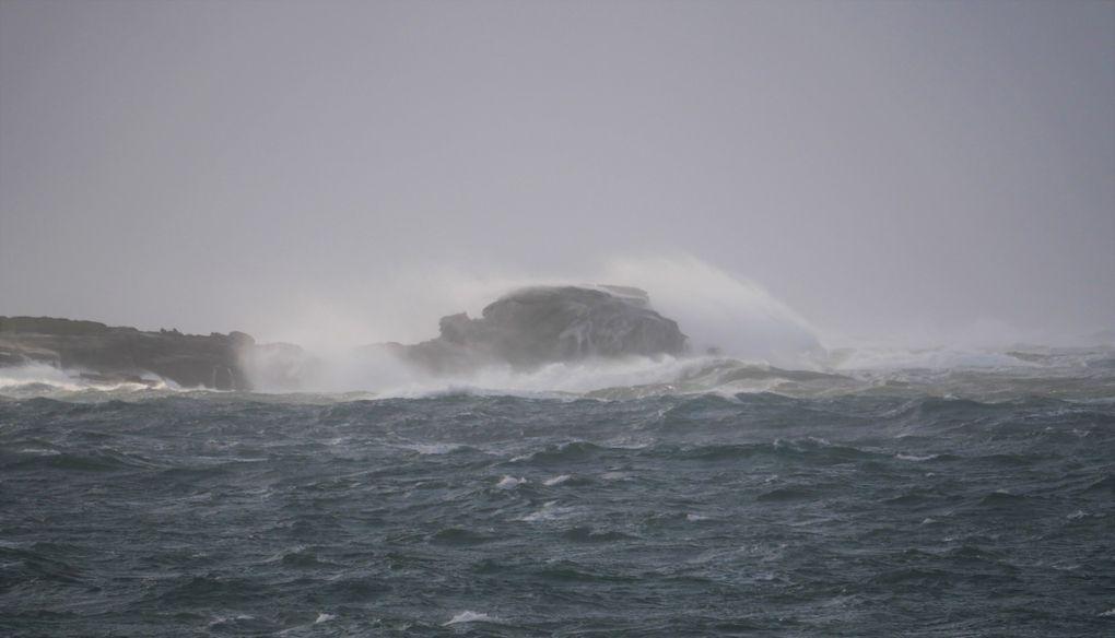 Meneham et ses blocs granitiques sont un des endroits les plus spectaculaires pour assister au déferlement grandiose d'une tempête: expérience unique, quand le vent forcit, quand la mer blanchit  !