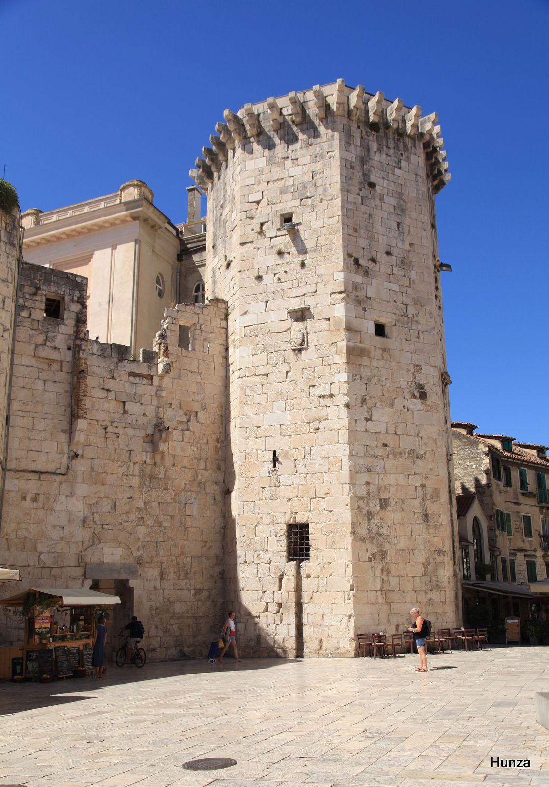 Split, tour vénitienne sur la place aux Fruits