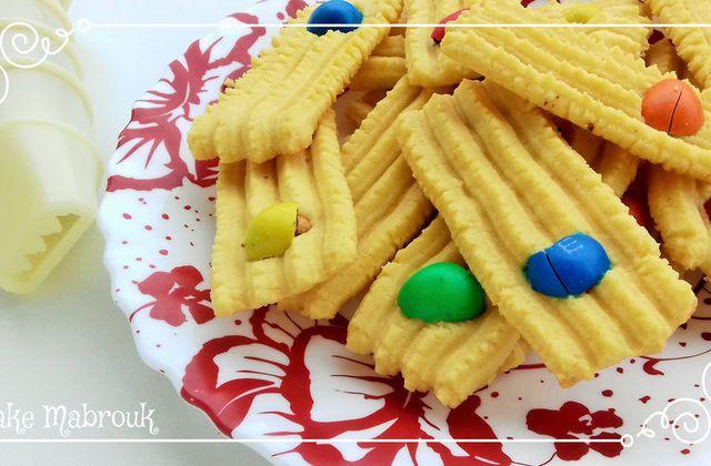 Biscuits au M&MS à la presse à biscuit cakemabrouk