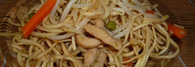 pâtes chinoises au poulet et petits légumes