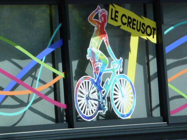 Envoyez-nous les photos de vos vitrines décorées aux couleurs du tour