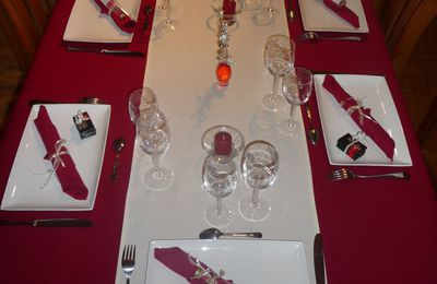 DECORATION DE TABLE ROUGE ET BLANC
