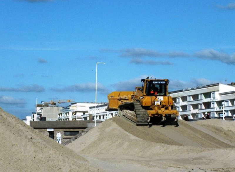 L'AVANT BEACH CROSS DE BERCK...LA PARADE DES ENGINS DE CHANTIER...