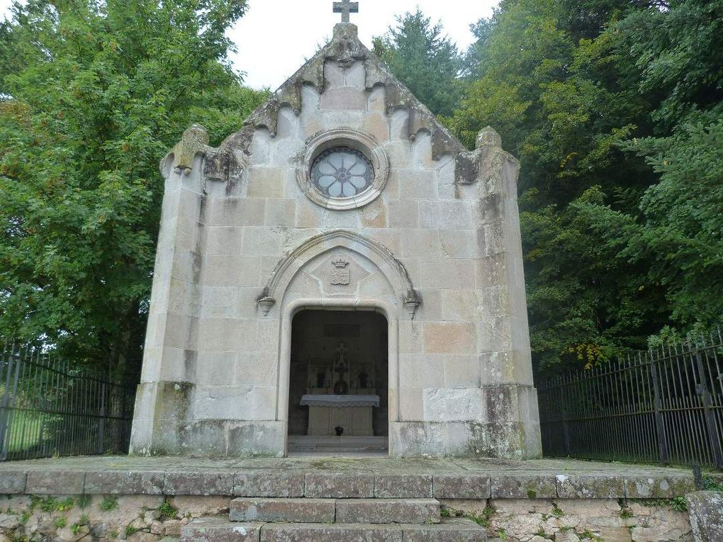 * La statue se trouve dans une niche dans la chapelle de la famille du bienheureux en l'église de Vitrac. Elle a été réalisée par un sculpteur de Bavière (Allemagne), en bois de tilleul marouflé.