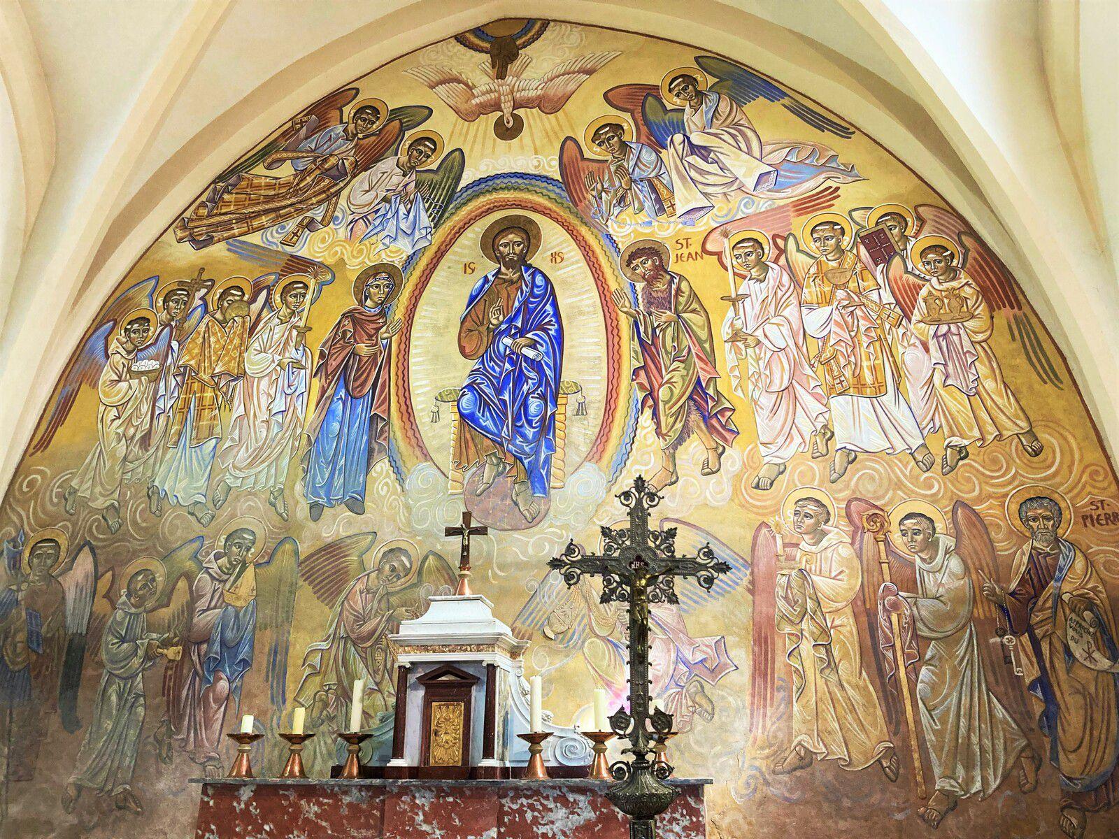 La superbe fresque de Nicolaï Greschny dans le chœur de l'église Saint Pierre de Lescure