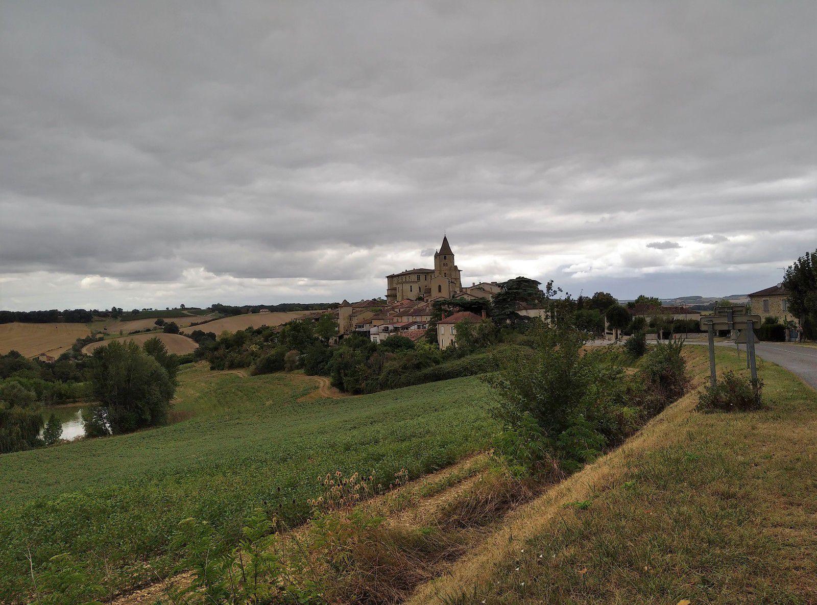 Le village de Lavardens dans le Gers 32