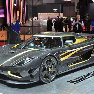 Koenigsegg Agera S Hundra is a carbon fiber and gold leaf party