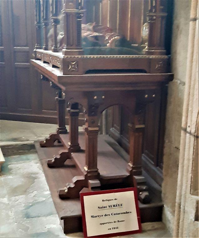 Langres : cathédrale et ancien cloitre.