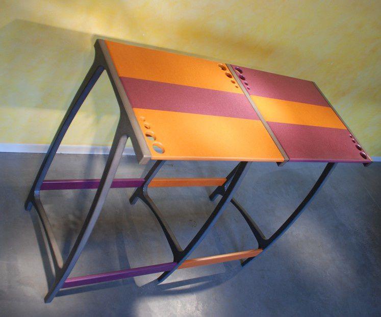 Nouvelle table haute Design de la série BullE en Valchromat.