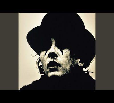 Découverte d'un grand poète au magnifique chant rugueux, Damien Saez...  ''Notre-Dame mélancolie''