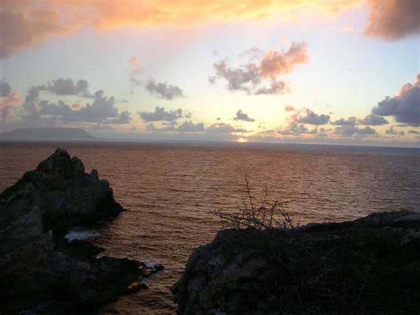 <p>Je m'étais levé bien tôt ce matin là, pour m'offrir ce spectacle du lever du soleil à la pointe la plus à l'est de la Guadeloupe. Pour m'offrir mais surtout avoir le plaisir de vous offrir!!</p> <p>Regardez!!</p>