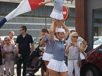 Briefing de Mme Houlbreque avant de passer sur le plateau de Dimanche Martin (photo Stéphanie Pesquet)- Porté à deux - patins en l'air ... Que d'agilité et équilibre parfaits !...