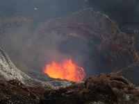 Mi Bingo Lo Vanuatu Mekem wan bigfala trek lo ol volcano ! Bon, c'est du Bichlama, la langue du Vanuatu !! Essayez de traduire !