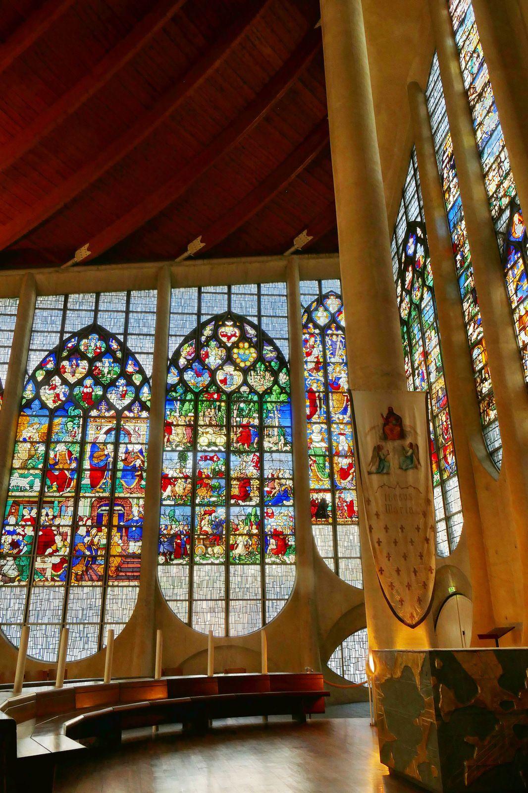 Vitraux de l'église Sainte-Jeanne d'Arc de Rouen, photographie lavieb-aile 2020.